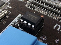 برای دیدن سایز بزرگ روی عکس کلیک کنید  نام: bios_chip_small.jpg مشاهده: 99 حجم: 24.1 کیلو بایت